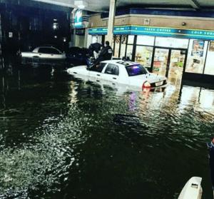 inuuu 300x279 FOTOS Y VIDEOS   El paso del huracán Harvey por Texas