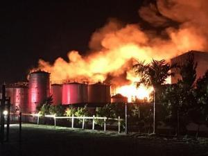 Sofocan fuego en industria multiquímica en Haina (video)