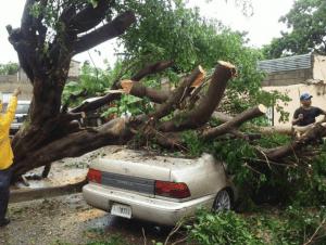 Santiago 1 300x226 Cibao: Carro aplastado en Santiago y daños en el sistema eléctrico