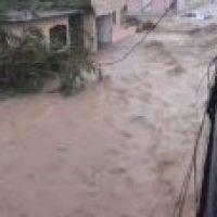 Da miedo – Río desbordado se mete a un barrio en PR (Video)