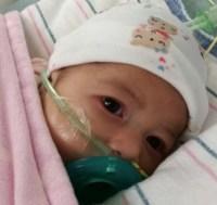 astrid 1 200x189 La chichí Astrid abre los ojos tras la arriesgada operación