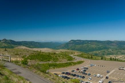 Johnston Ridge 的停车场,很多 pass 可以用,停车场很大,基本不需要担心没地方停。