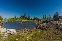 Pocket Lake,下午不少人在 Pocket Lake 中戏水