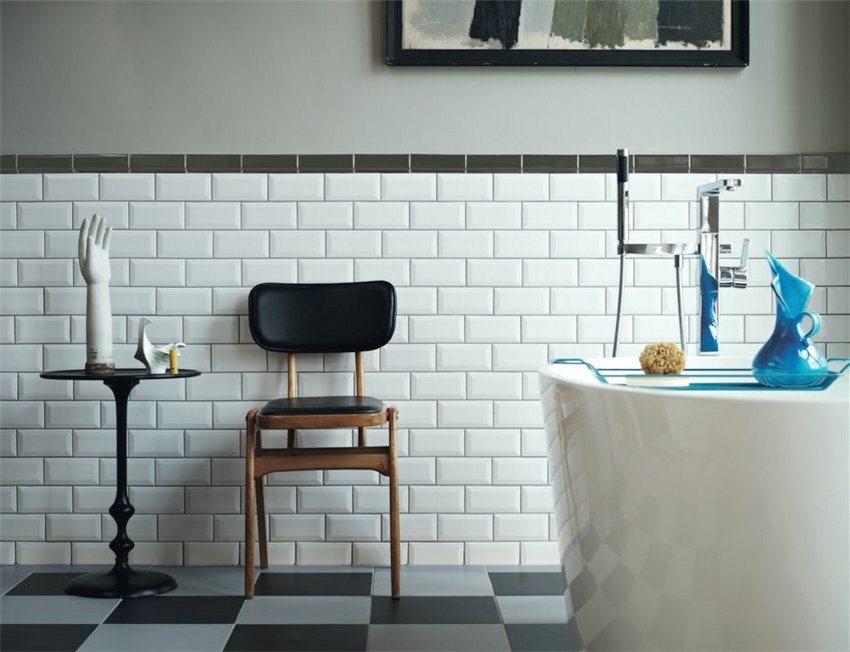 Atunci când alegeți un material pentru tăierea unei băi sau a unei toalete, este posibil să se preferă tonurile ușoare - astfel de panouri arată deosebit de avantajoase în aceste camere.