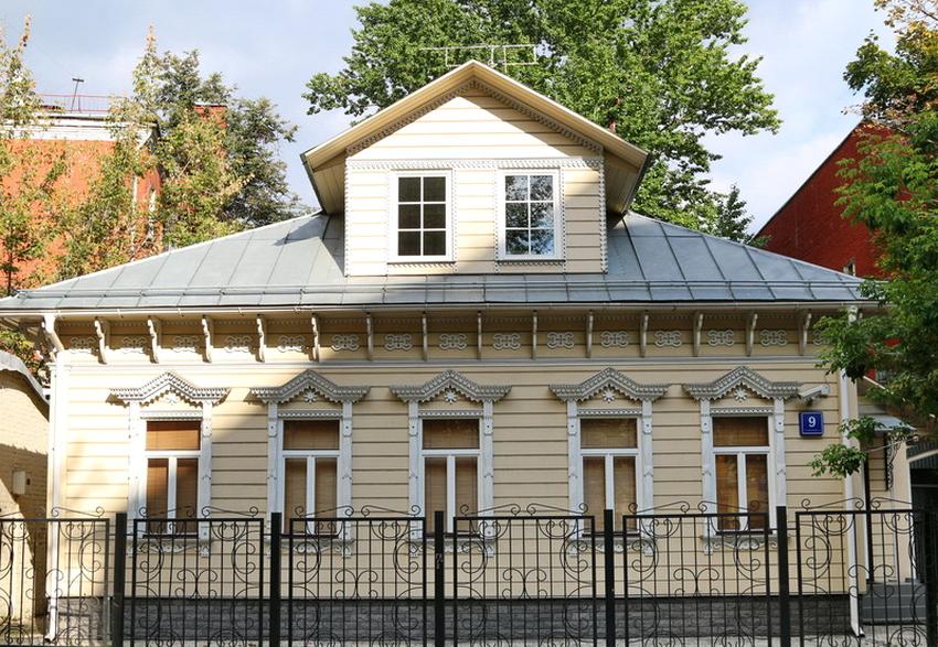 Планировка размеров и формы мезонина выполняется с учетом того, какие габариты имеет дом
