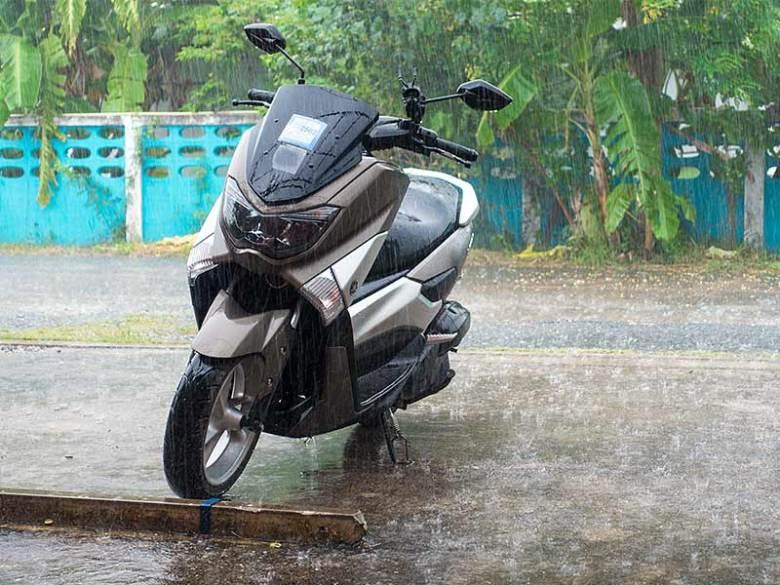 Yamaha NMAX Scooter in rain