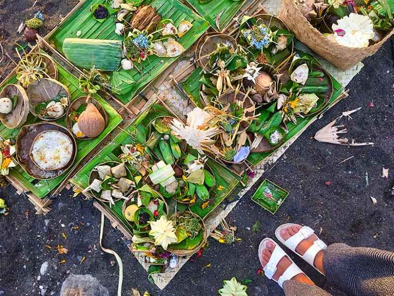 Balinese cremation offerings Amed Bali