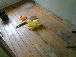 Preparing a wooden floor surface
