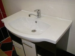 installation of a washbasin on a vanity 3