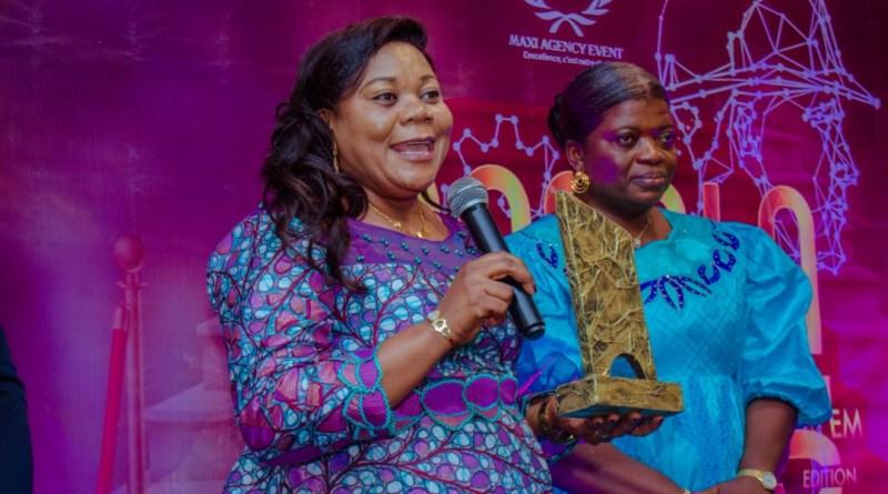 Pour son dynamisme sur le terrain, Mme Nyombo Zaïna de Rénadef reçoit un Prix d'Excellence