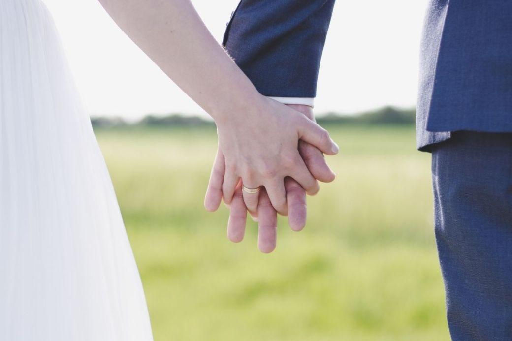 お互いに奥手で「手を繋ぐタイミング」「キスするタイミング」などがよく分からず、グダグダしてなかなか進展しない