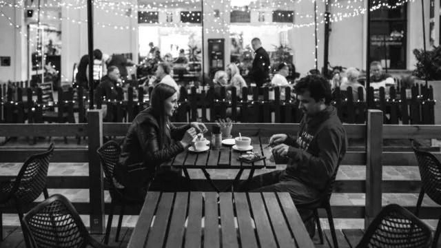 カップル デート 食事 ディナー 会話