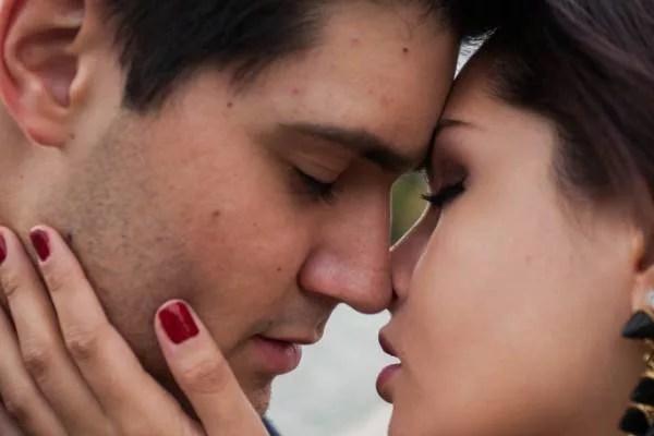 自然に彼女からキスできる8つの方法