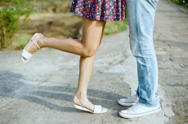 女性から強引にキスして彼の心を奪っちゃう8の方法
