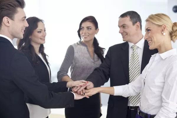 職場恋愛で超気まずい状況を回避する7の方法