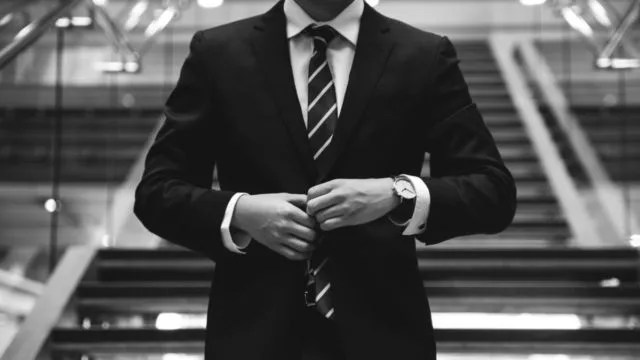 男性 スーツ ビジネス 仕事