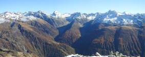 Gipfelpanorama Obergoms (Höhe Oberwald), Blick in die beiden Täler Gerental und Gonerli.