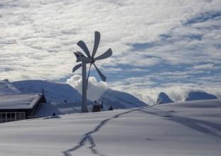 Hinter dem Berggasthaus geht der Blick zu den Churfirsten