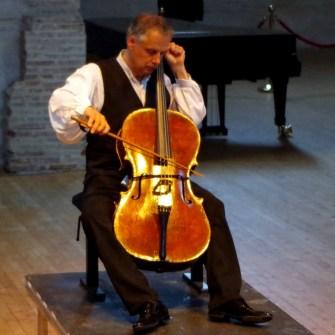 Pieter Wispelweij with acacia bow