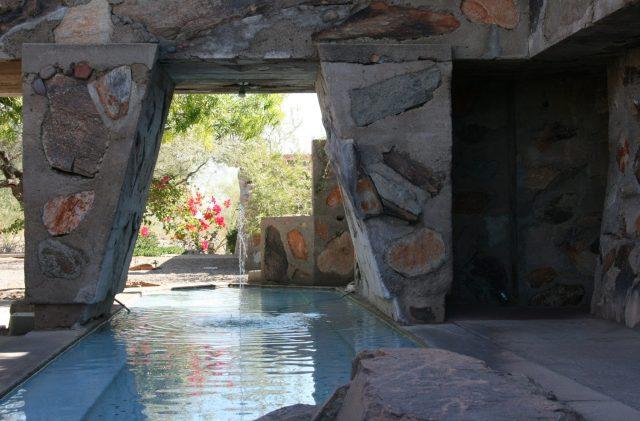 Taliesin_West_pool_&_fountain