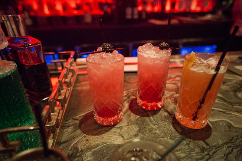 Drinks no Haunt Bar dentro do St Anthony Hotel