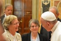 Imelda, présidente de RENATE avec le Pape François.