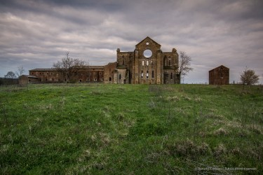 """The Abbey of San Galgano with the monastery attached to the transept southern end. Nikon D810, 20 mm (20.0 mm ƒ/1.8) 1/15"""" ƒ/8 ISO 64"""