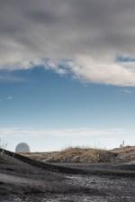 An installation of the NATO base of Stokksnes. Nikon D810, 85 mm (85.0 mm ƒ/1.4) 1/20 ƒ/14 ISO 64