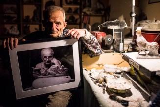 Aulo «Pupo» Grandoli, one of the last crafstman of alabaster. Volterra, January 2017. Nikon D810, 24 mm (24.0 mm ƒ/1.4) 1/800 ƒ/1.4 ISO 3200