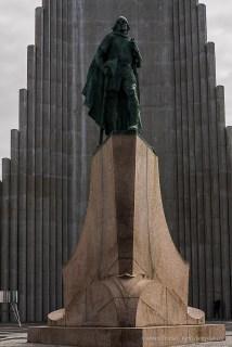 Monumento a Leif Eriksson, con Hallgrímskirkja sullo sfondo. Nikon D810, 85.0 mm (85.0mm ƒ/1.4) 1/250 sec ƒ/8 ISO 64