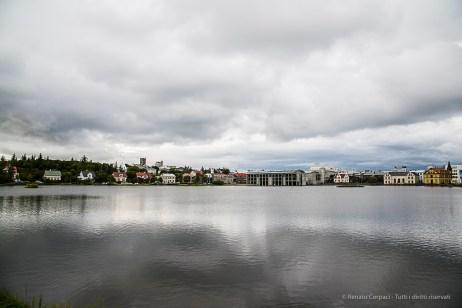 The Tjörnin (Pond), view from the Skothúsvegur bridge. Nikon D810, 28.0mm (24-120.0mm ƒ/4.0) 1/250 sec ƒ/8 ISO 400