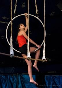 """Milano. Piccola scuola di circo. «Hypnos» - Spettacolo dei ragazzi delle scuole superiori. Nikon D750 125 mm (80-400.0 mm ƒ/4.5-5.6) 1/320"""" ƒ/5.6 ISO 6400"""