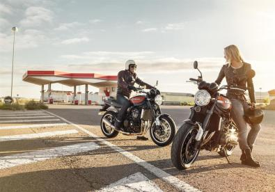 Kawasaki-Z900RS-2018-Filling-Station