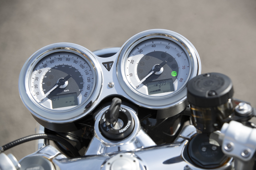 Thruxton-RS Instruments