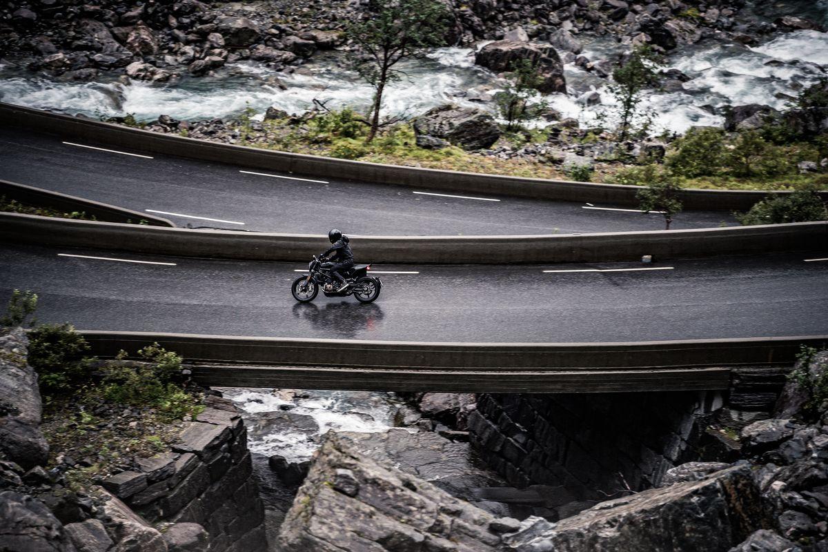 Mountain pass shot of Svartpilen 701 2019