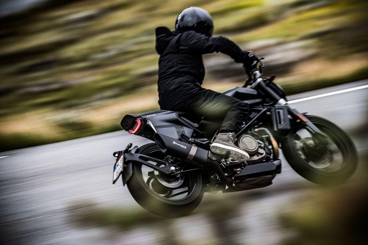Rear speed shot Svartpilen 701 2019