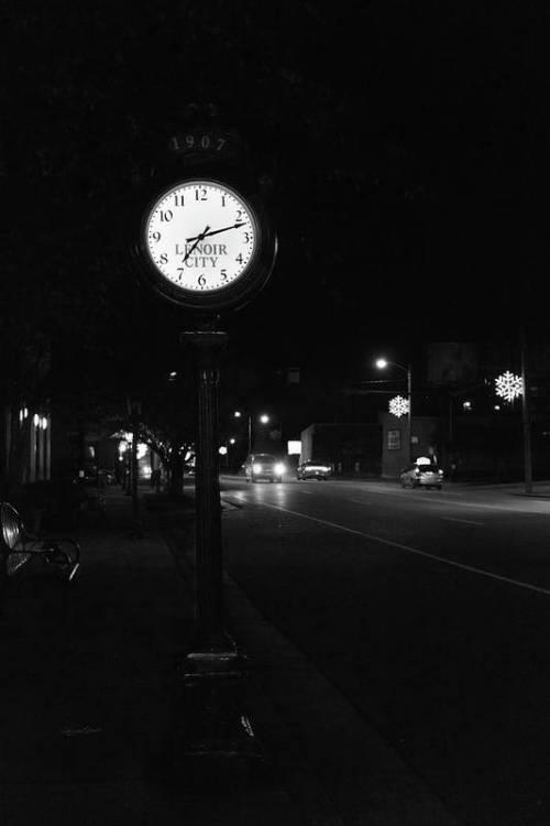 Lenoir City street clock