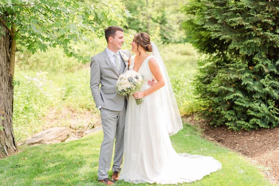 wedding photographer Renee Nicolo Photography captures classic wedding portraits