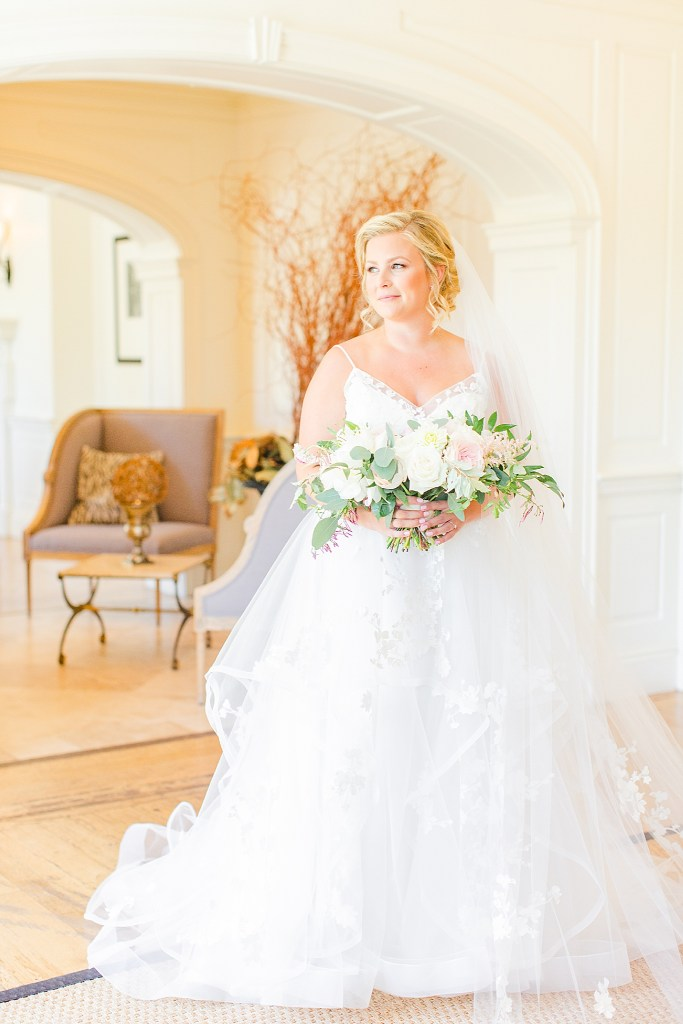 classic bridal portrait photographed by Renee Nicolo Photography in French Creek Golf Club