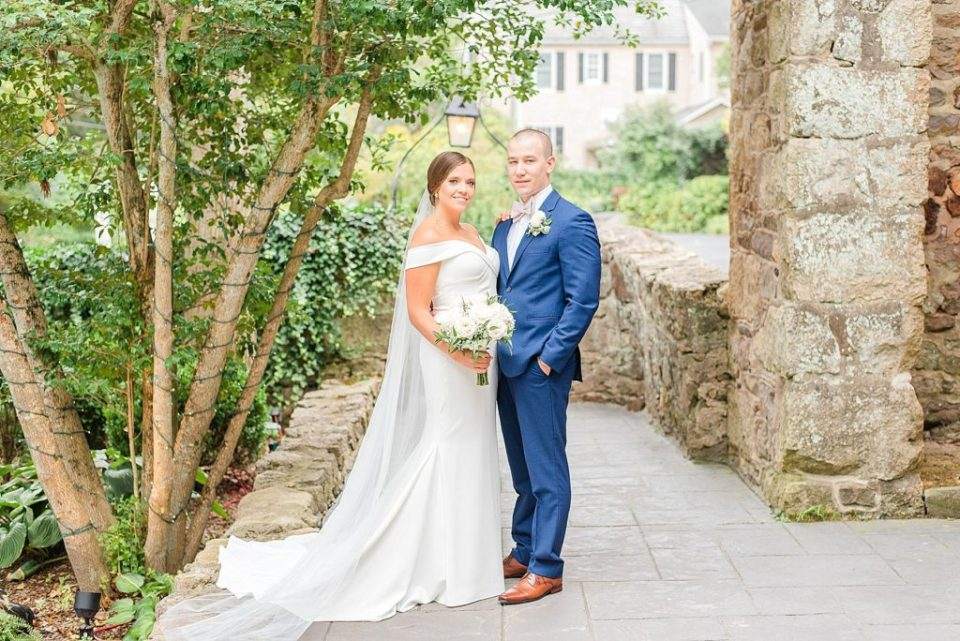 Renee Nicolo Photography photographs bride and groom at HollyHedge Estate