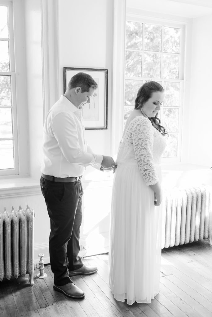 Renee Nicolo Photography photgoraphs couple getting ready for PA wedding day