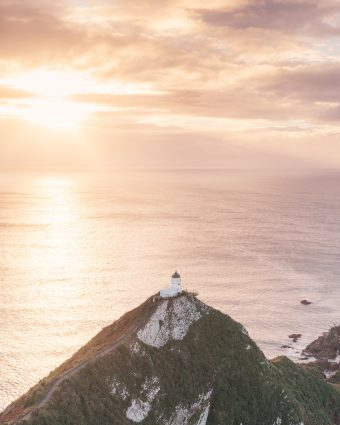 12 MUST SEE PLACES ON THE SOUTH ISLAND OF NEW ZEALAND - NUGGET POINT LIGHTHOUSE SUNRISE PHOTOGRAPHY