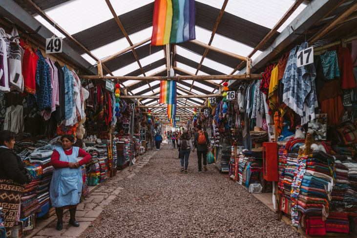 Best-Things-To-Do-In-And-Around-Cusco-Peru-Artisan-Market