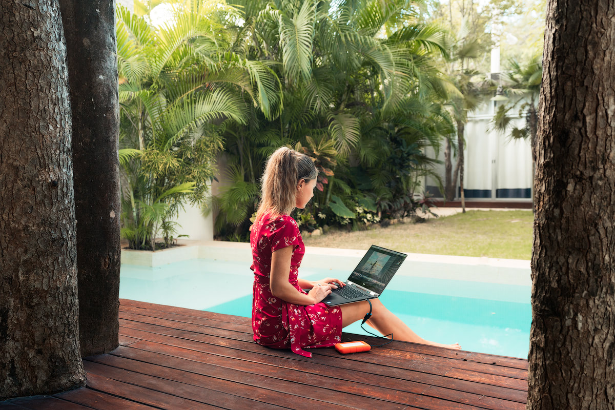 My Photo Editing Set-Up When Home VS Traveling Gear and Tips Renee Roaming Poolside