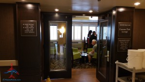 Los Angeles LAX IHG Crown Plaza Club Room King room review RenesPoints Blog (13)