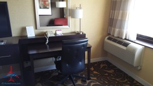 Los Angeles LAX IHG Crown Plaza Club Room King room review RenesPoints Blog (6)