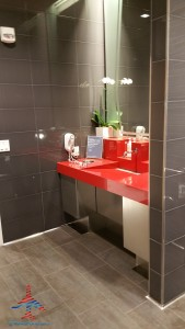 Delta Sky Club showers SFO San Francisco airport Renes Points blog (8)
