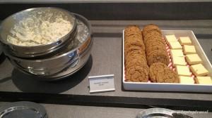 Delta DFW SkyClub E11 Food Service Line (6)