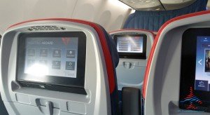 delta comfort plus ife close up 737-900er renespoints blog
