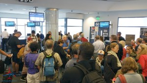 mass of people at delta air lines gate RenesPoints blog